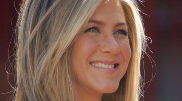 Jennifer Aniston Goes Makeup-Free. Liberation Ensues.