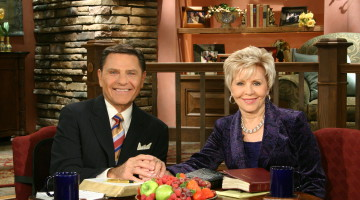Prosperity preachers Kenneth and Gloria Copeland (From Wikimedia Commons)