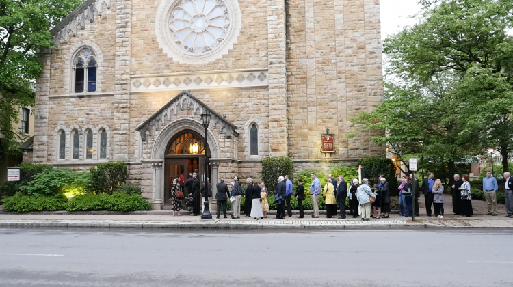 Line waiting to enter St. Stephen Episcopal Pro-Cathedral