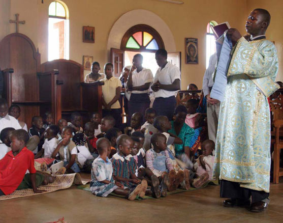 africa-orthodox-church-parents-and-children-celebrating-the-divine-liturgy