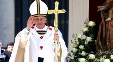 Pope Francis wearing the pallium